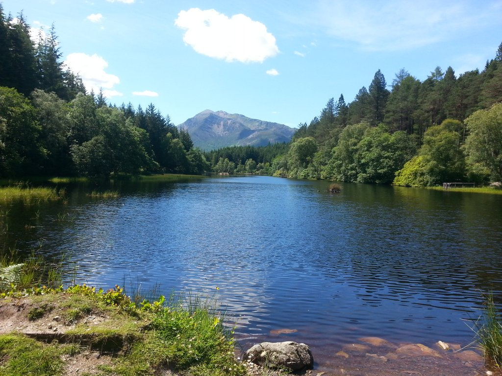Glencoe, Lochan, lochside path walk with family_1